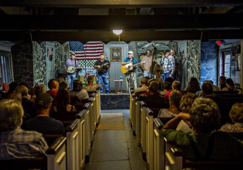 band playing at Everett's Music Barn