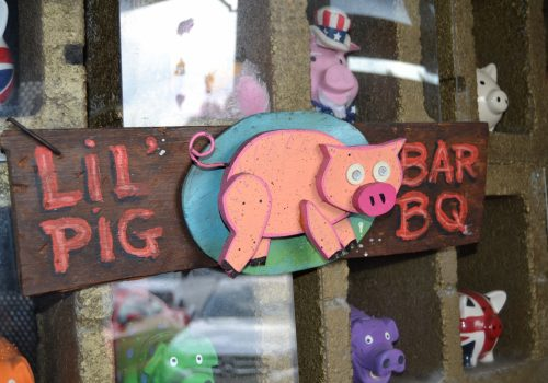 lil pig bbq sign